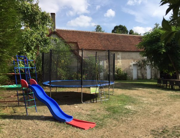 Le toboggan et le trampoline