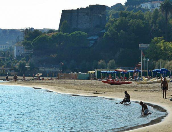 L'immense plage de Arma di Taggia